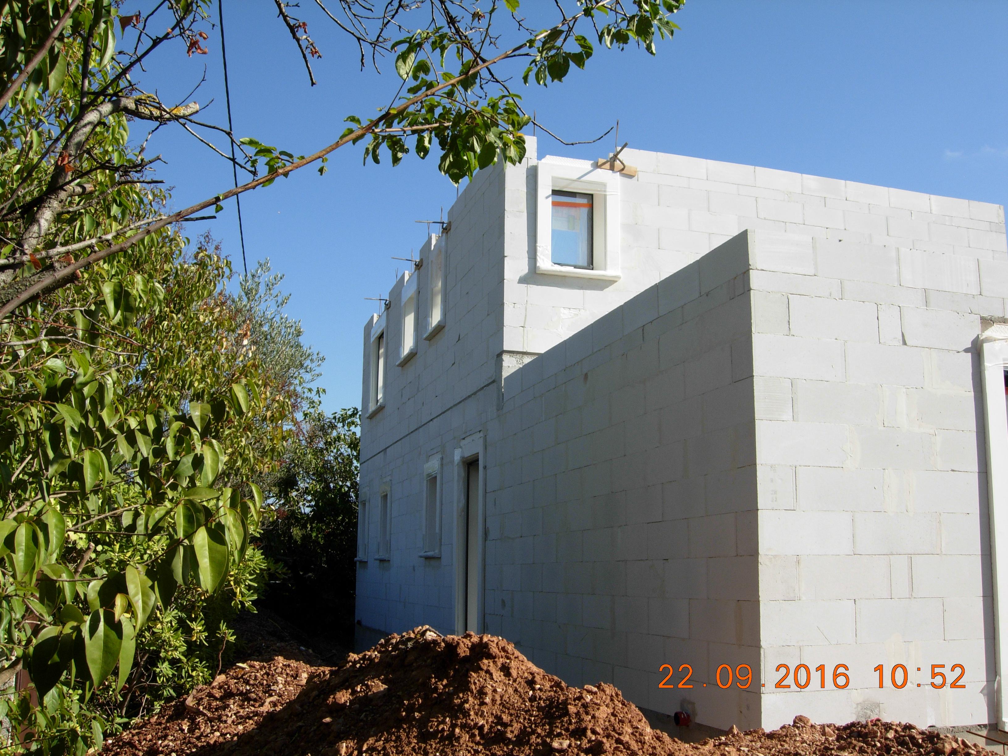 construction maisons vertes du var premier tage dalle murs et menuiseries compobaie. Black Bedroom Furniture Sets. Home Design Ideas