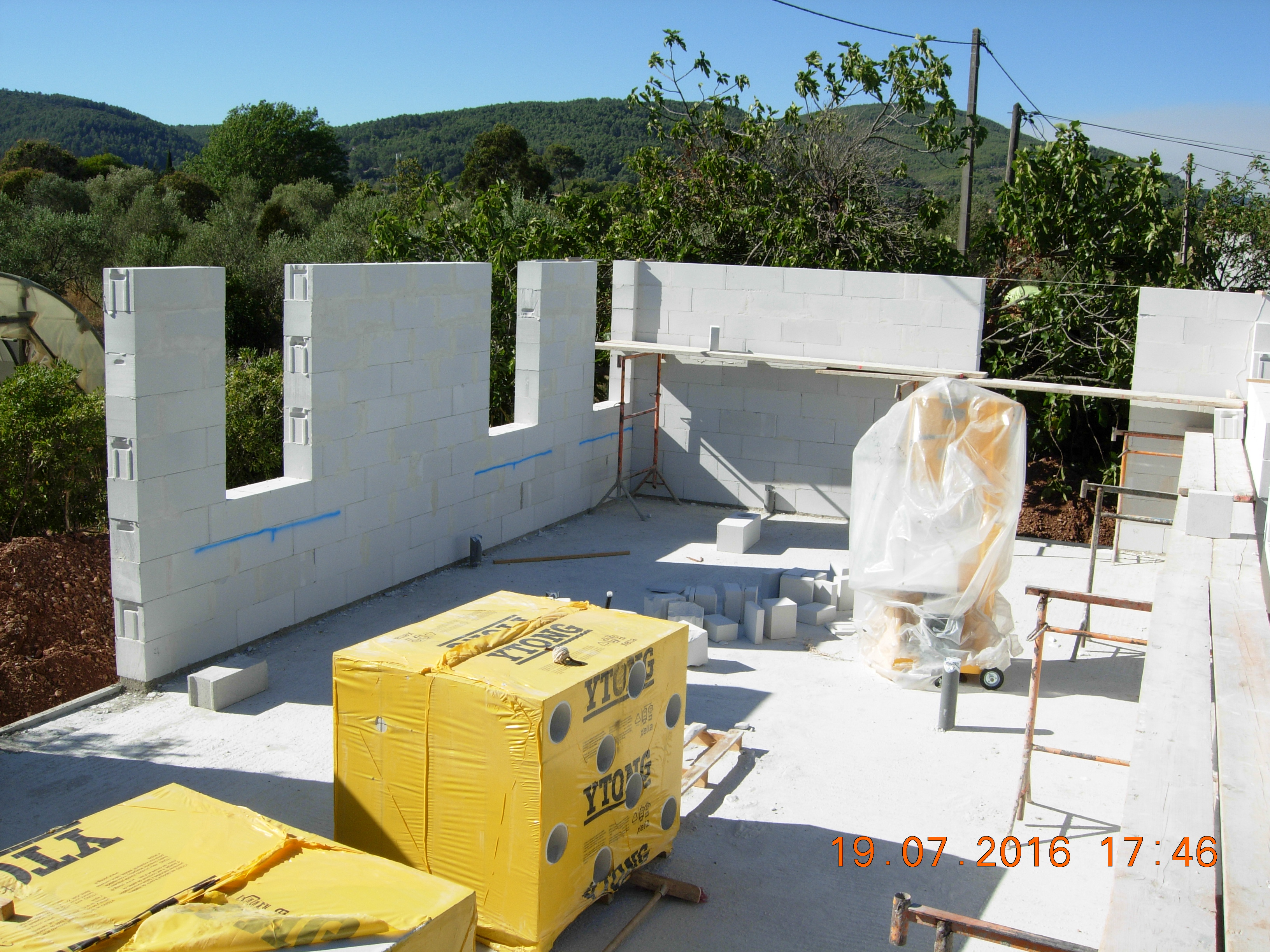 construction maisons vertes du var rez de chauss e et menuiseries compobaie construction. Black Bedroom Furniture Sets. Home Design Ideas