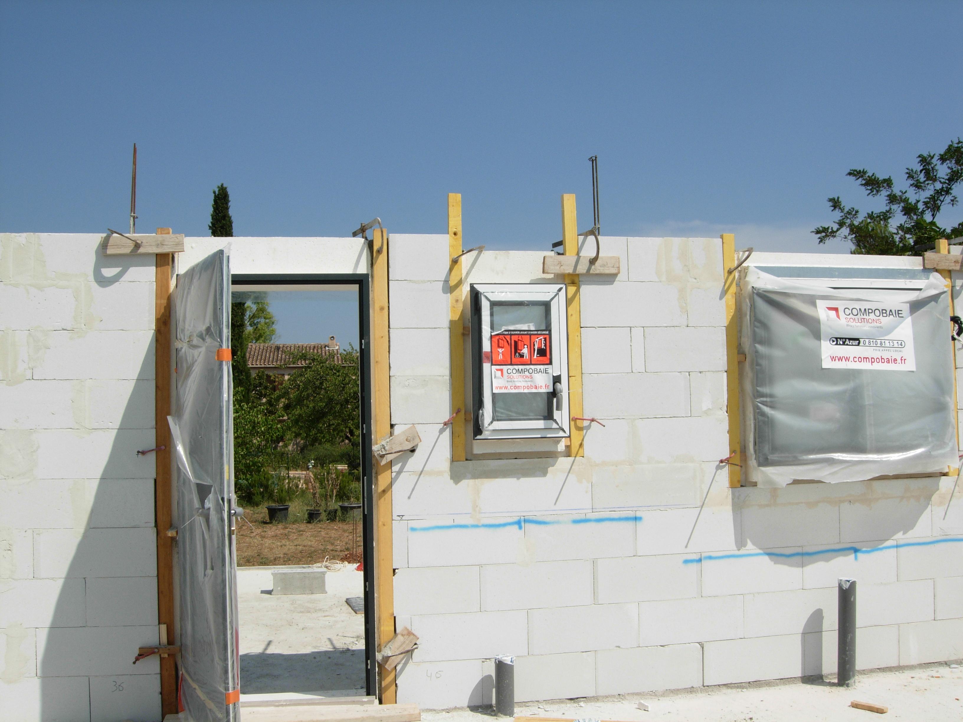 Construction maisons vertes du var rez de chauss e et for Fenetre volante